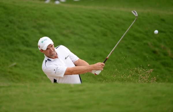 Harrington splashes out. Picture: Khalid Redza / ASIAN TOUR