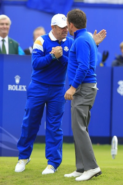 Paul McGinley gives Graeme McDowell encouragement before the singles at Gleneagles. Picture Eoin Clarke,  www.golffile.ie