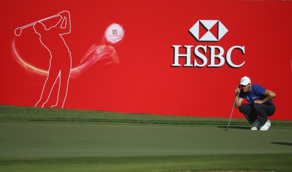 Martin Kaymer putts in the second round of the  Abu Dhabi HSBC Golf Championship. Picture © Getty Images