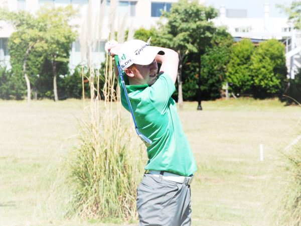 Gavin Moynihan stripes an iron. Picture courtesy  Asociacion Argentina de Golf