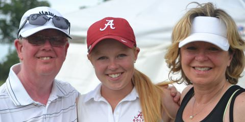 Stephanie Meadow flanked by parents Robert and Louise. Via Golfweek, courtesy of Mic Potter