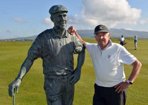 Liam Higgins picture with the Payne Stewart statue at Waterville last summer. Picture ©  Pat Cashman