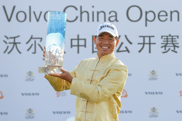 Wu Ashun with the Volvo China Open trophy. Picture © Getty Images