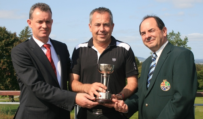 (Left-right) Pat Reddan, (sponsor, Maldron Hotels) Pat Murray (Limerick) and Peter English (GUI Munster Golf) at the Munster Mid Amateur Championship.