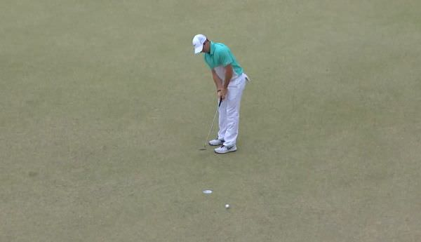 Rory McIlroy misses a putt during the US Open