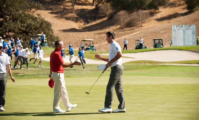 Niall Kearney shakes hands with his opponent Alan Morin. Picture © Montana Pritchard/The PGA of America