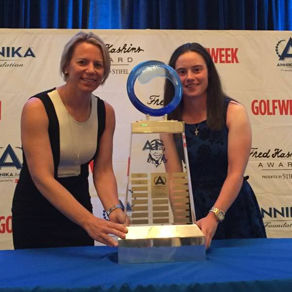 Leona Maguire is presented with the ANNIKA Award by Annika Sörenstam