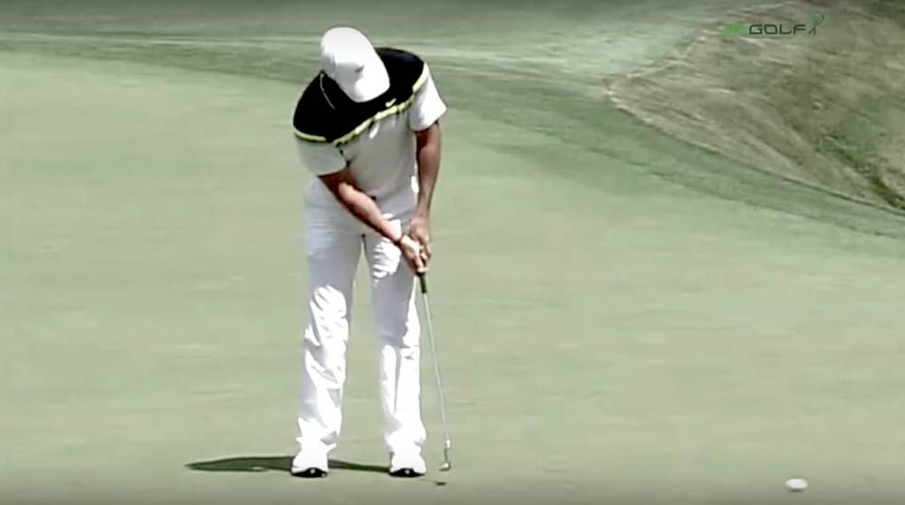 Rory McIlroy putting at the 2015 Masters Tournament