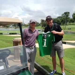 Jordan Spieth poses with an Irish fan in Singapore