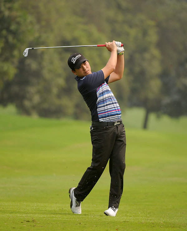 BANGLADESH, Dhaka : Sutijet Kooratanapisan of Thailand in action during round three of the Bangladesh Open. PHOTO / ASIAN TOUR / KHALID REDZA
