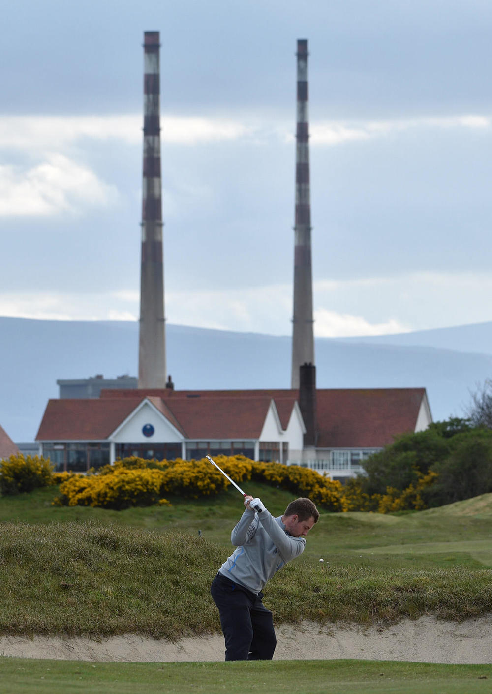 Jack Hume (Naas) playing from the bunker at the 14th hole in practice. Picture by Pat Cashman