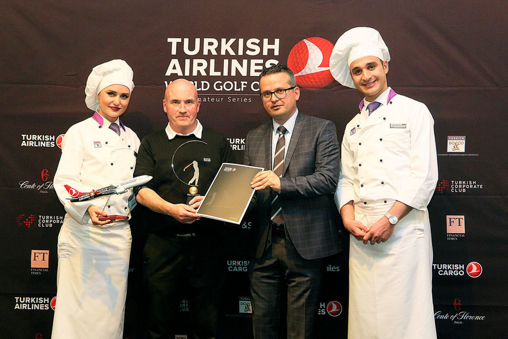 Thomas Muldoon receives his trophy from Murat Balandi, General Manager for Turkish Airlines Ireland.