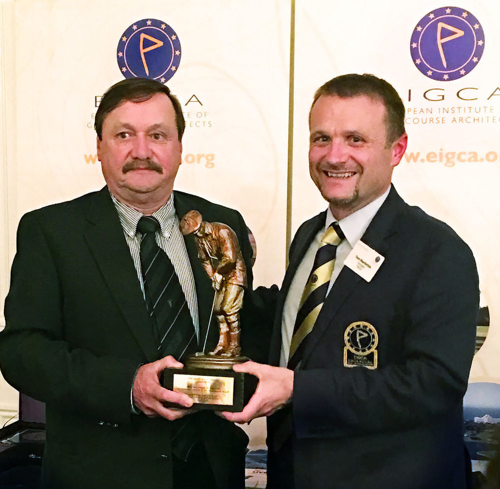 GUI President Kevin McIntyre receiving the Award from Tom Mackenzie at the European Institute of Golf Course Architects' annual meeting at Royal Belfast