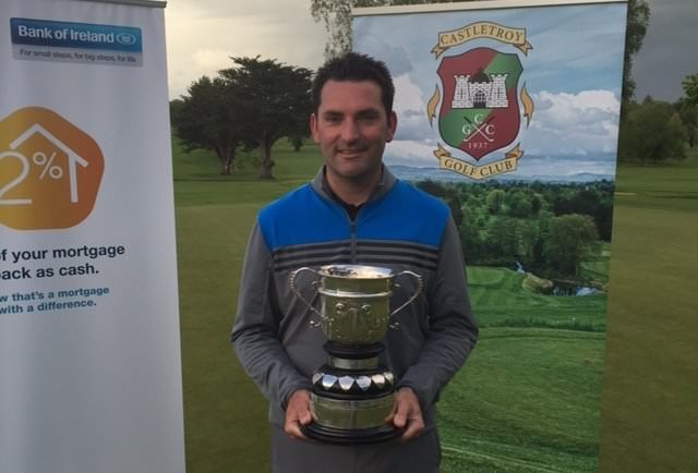 Gary O'Flaherty with the Bank of Ireland Castletroy Senior Scratch Cup