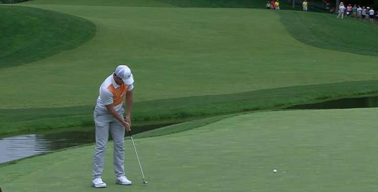 Rory McIlroy putting in Ohio this week