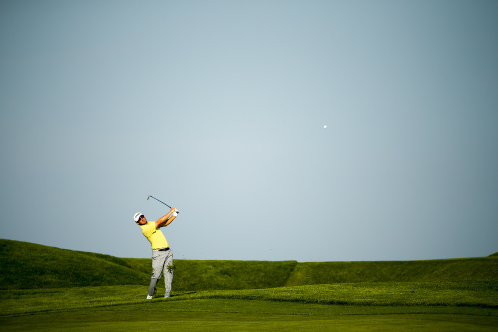 Andrew Landry hits his second shot on the 14th hole. (Copyright USGA/Michael Cohen)