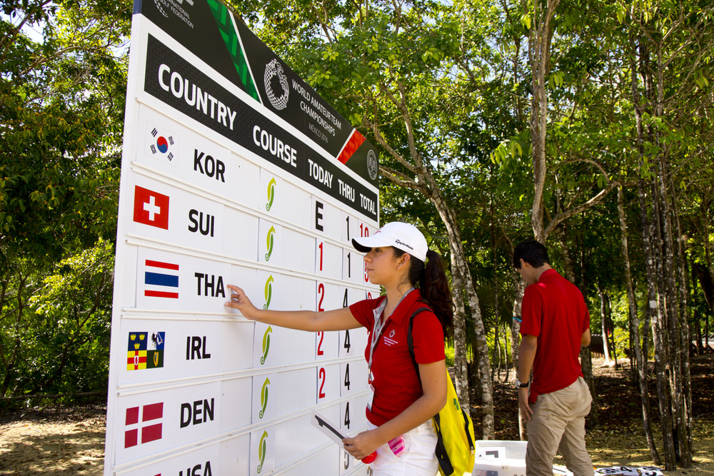 A volunteer works the scoreboard at the 7th tee during the fourth round of the 2016 Espirito Santo Trophy at El Camaleon G.C. in Riviera Maya, Mexico on Saturday, Sept. 17, 2016.  (Copyright USGA/Steven Gibbons)