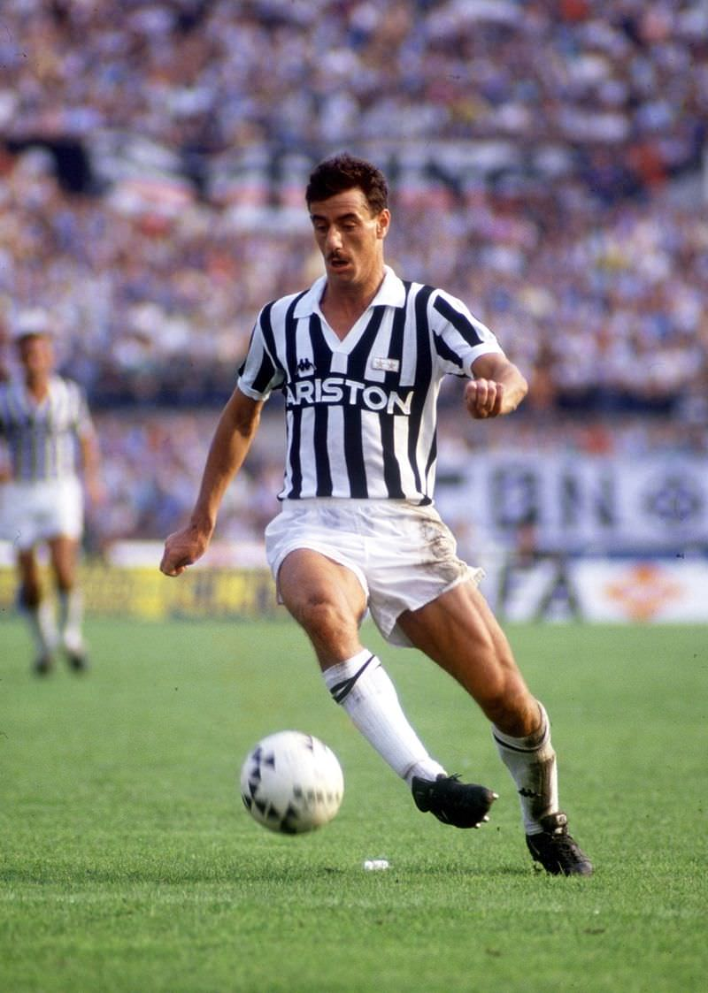 Ian Rush in action for Juventus