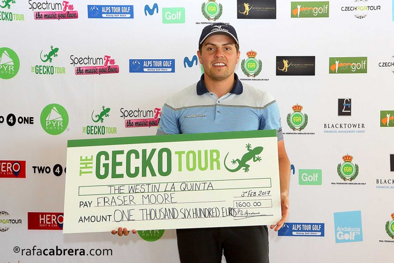 Fraser Moore with his winner's cheque. Picture © RafaCabrera.com