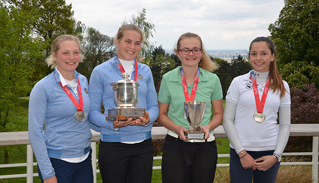 Beatrice Wallin,  Esmond Trophy winner Amanda Linner, Annabel Wilson and France's Elsa Ettori-Douard