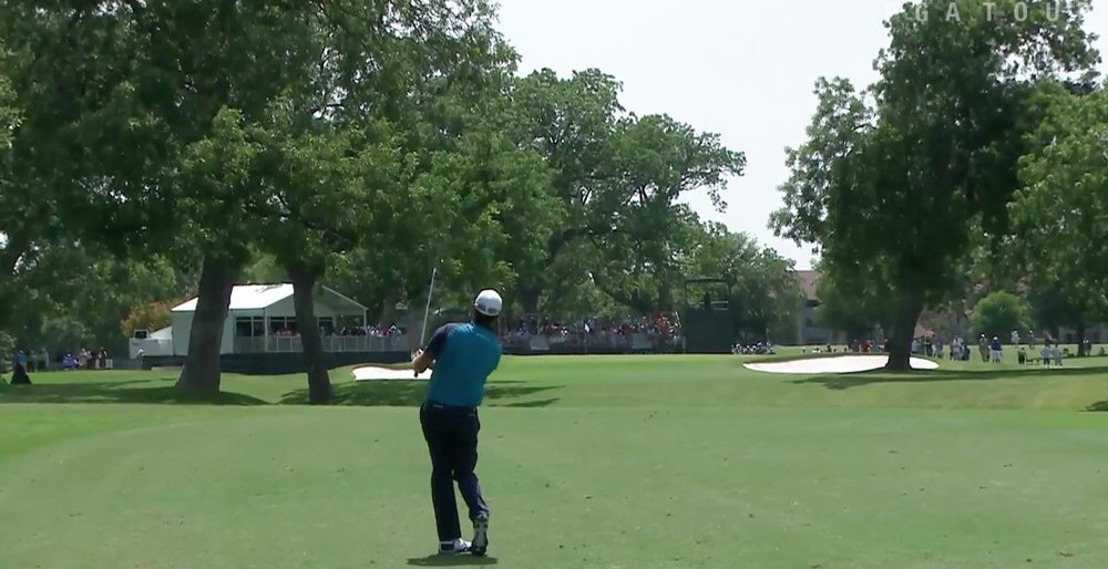 Graeme McDowell hits his approach stone dead at the 10th