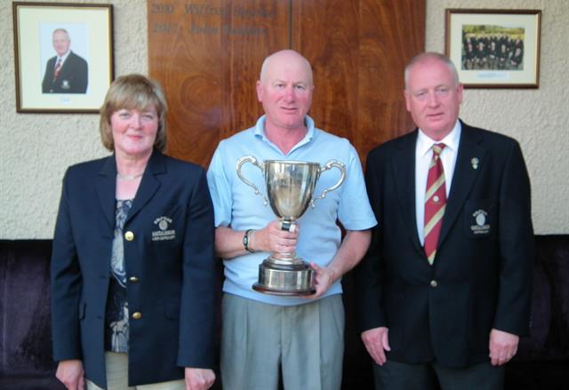 Nigel Duke with the trophy in 2011