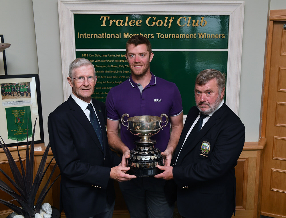 Peter O'Keeffe with Tralee Golf Club  Captain John Reen and President Des Fitzgerald.
