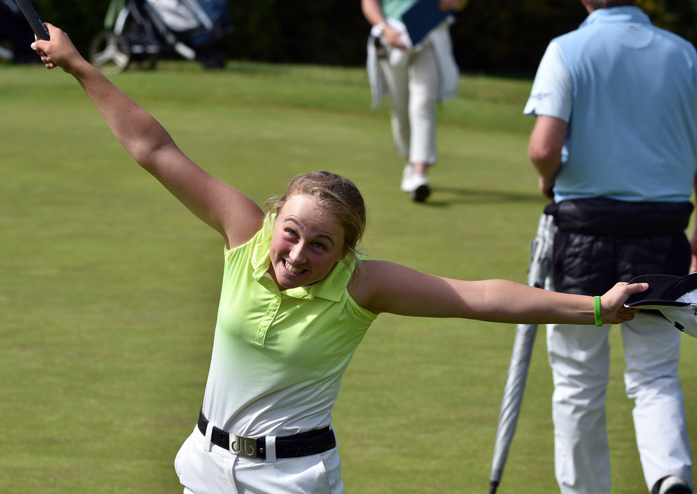 Leah Temple Lang (Elm Park) celebrates winning the Plate (Pat Fletcher Trophy) at the 19th green at the 2017 Irish Girls Close Championship at Mallow Golf Club (22/07/2017). Picture by Pat Cashman