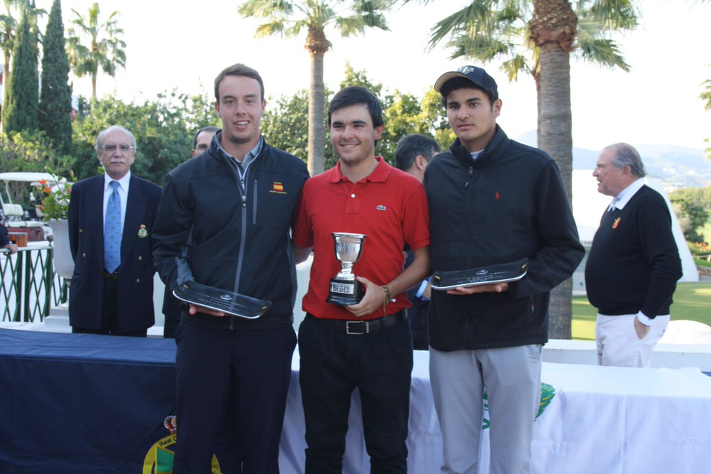 Winner Angel Hidalgo with Victor Pastor and Eugenio López-Chacarra. Picture via  Al Sol de la Costa