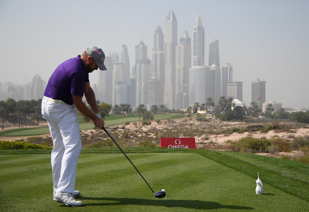 Jamie Donaldson of Wales hits his tee shot on the 8th hole during round two of the Omega Dubai Desert Classic at Emirates Golf Club on 26 January, 2018 in Dubai, United Arab Emirates.  Photo by Ross Kinnaird/Getty Images
