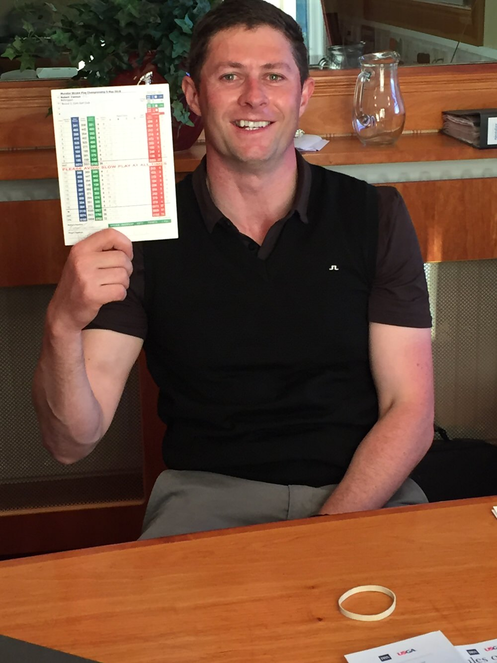 Robbie Cannon shows off his card - 64 blows around Cork Golf Club