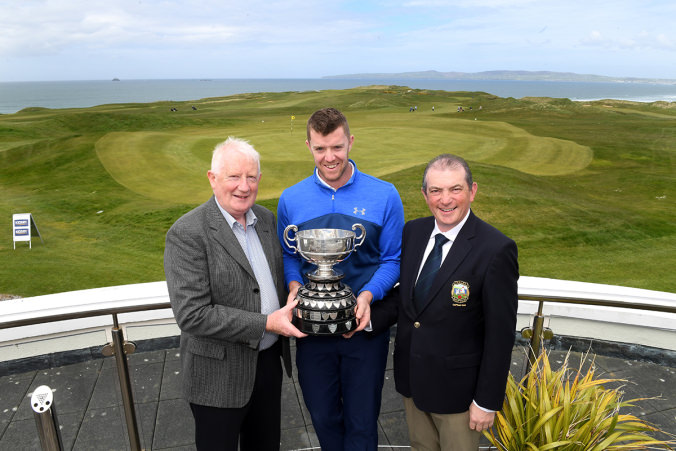 Peter O'Keeffe from Douglas being presented with the 113 year old Kerry Scratch up by Frank Hayes (Director of Corporate Affairs Kerry Group PLC) and Kevin McCarthy (Captain Tralee Golf Club). Photo by Domnick Walsh Eye Focus LTD