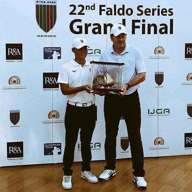 Nick Faldo presents Taipei's Chen Ting-Yu with the trophy at Al Ain Equestrian, Shooting & Golf Club
