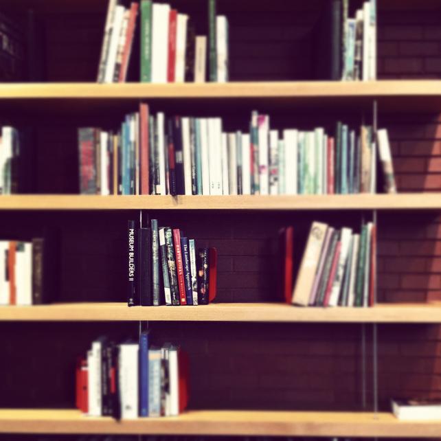 gard_bookshelf.jpg