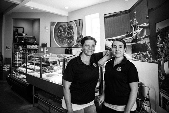 Victoria Lewis & Stephanie Baker, Mass Town