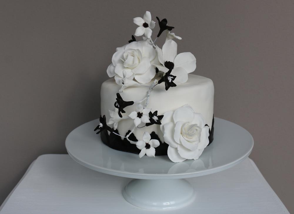 Hochzeitstorte schwarz-weiß — Barbara Aletter - Patisserie ...