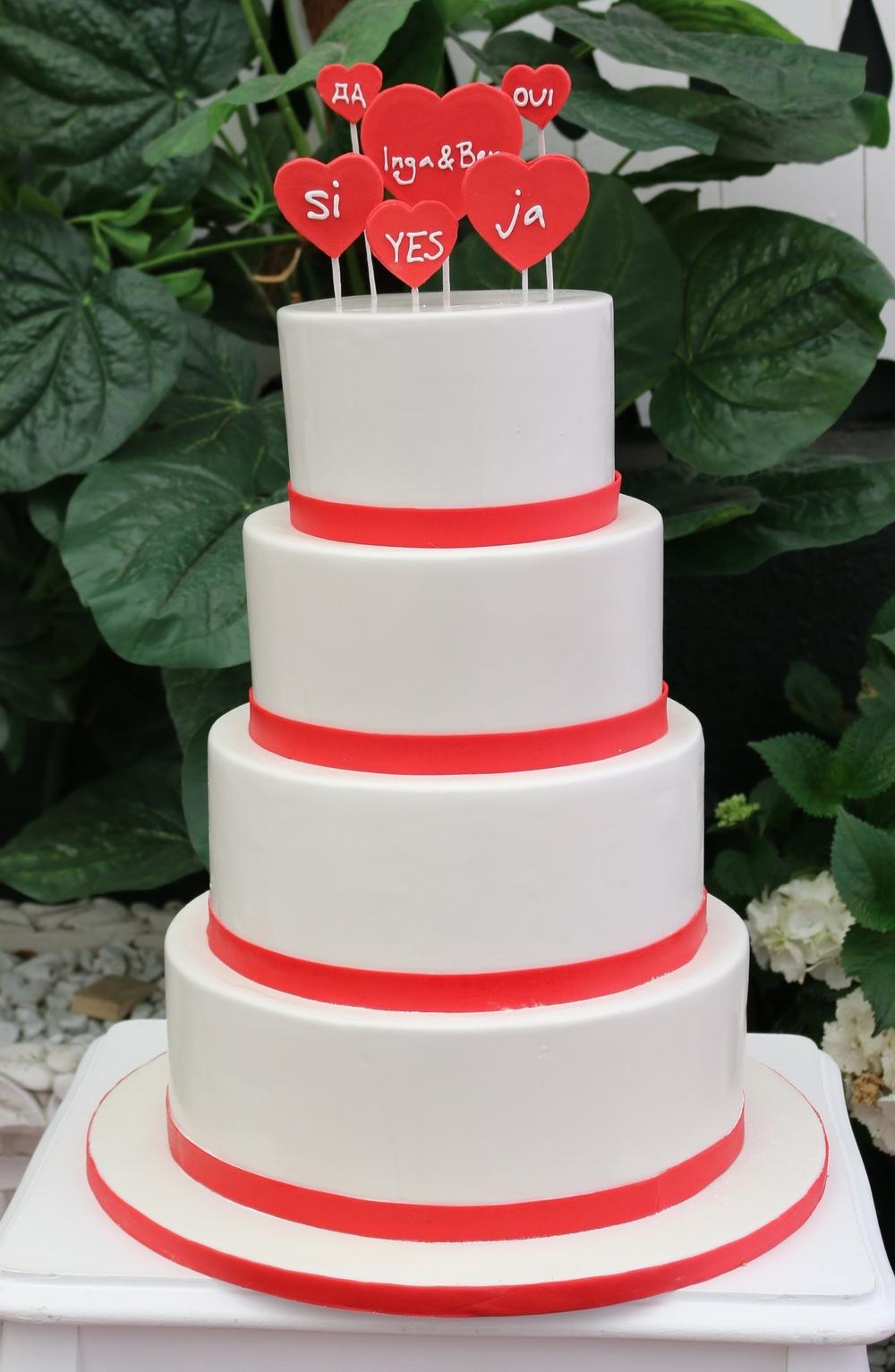 Schlichte 4 Stockige Hochzeitstorte Rot Weiss Barbara Aletter