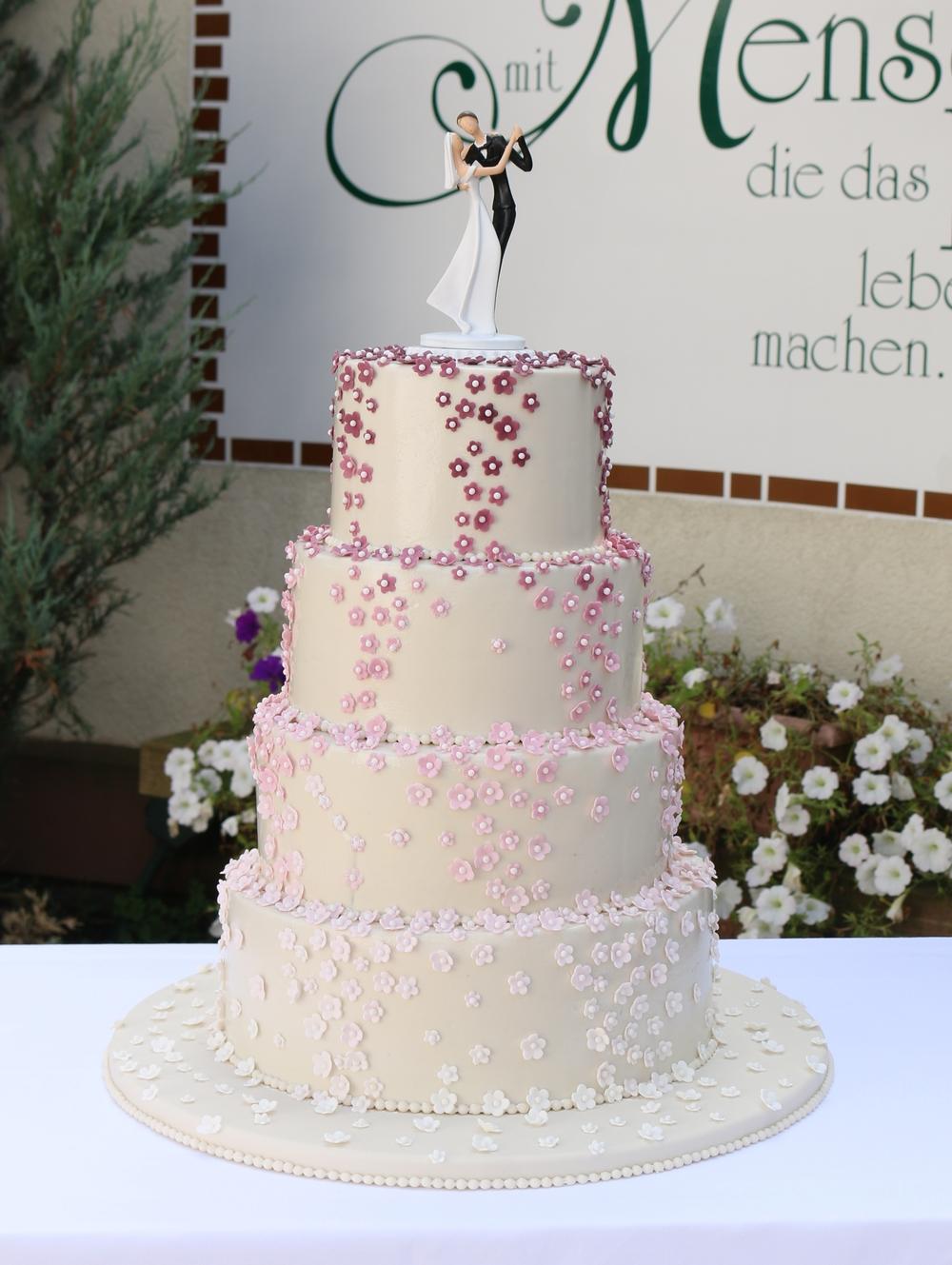 4 Stockige Hochzeitstorte Mit Abgetonten Zuckerblumchen Barbara