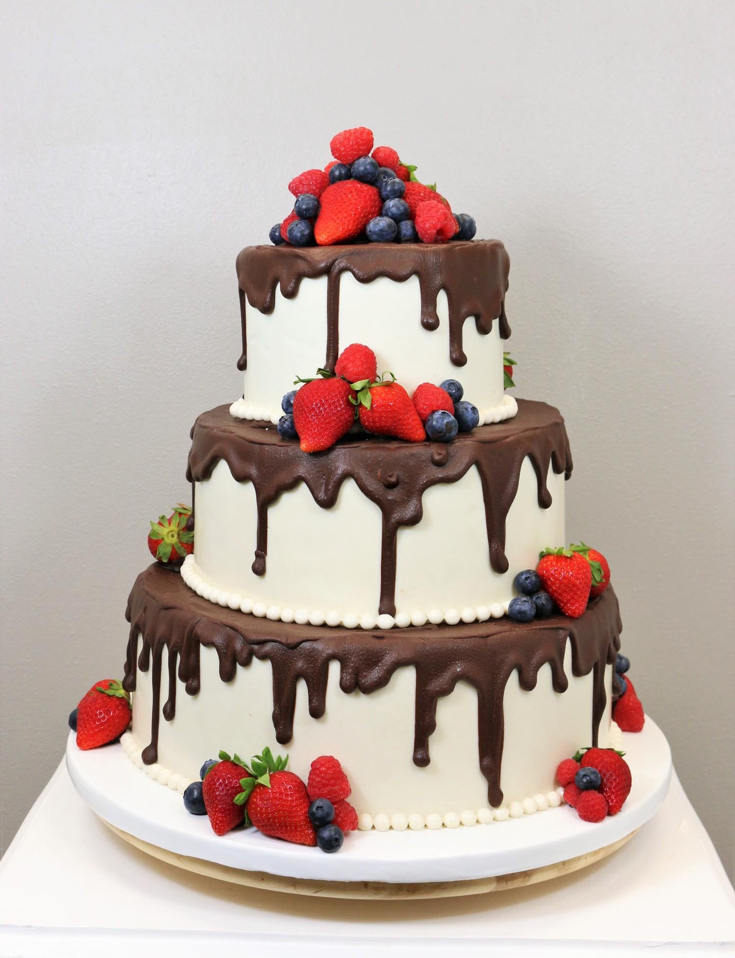 3 Stöckige Hochzeitstorte Mit Schokolade Und Beeren Barbara