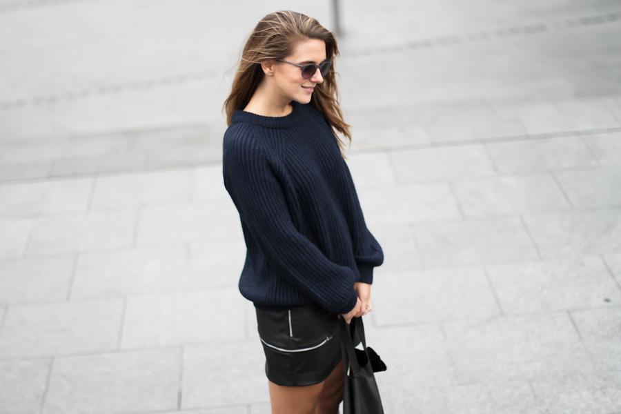 Clochet Black sweater