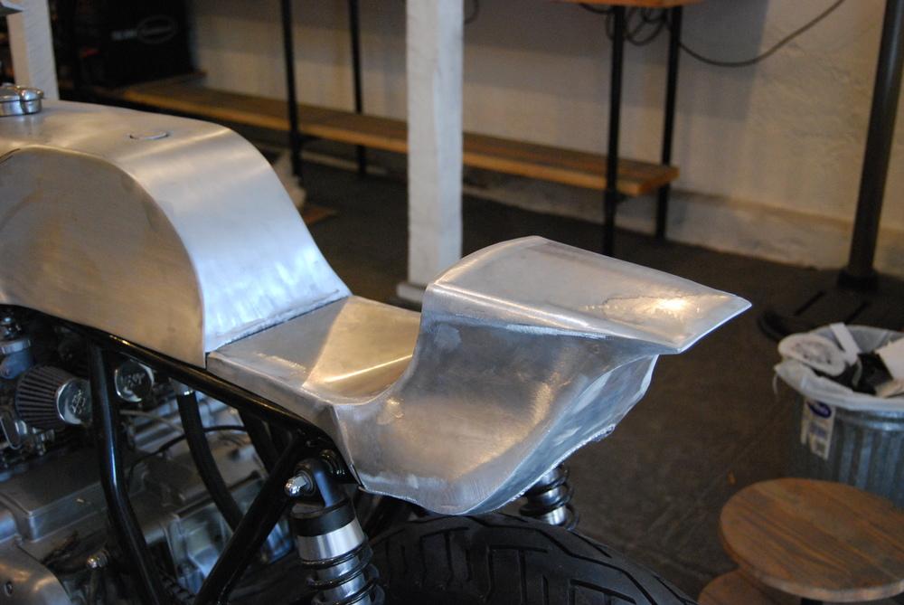 custom aluminum cafe racer seat — manualmetal