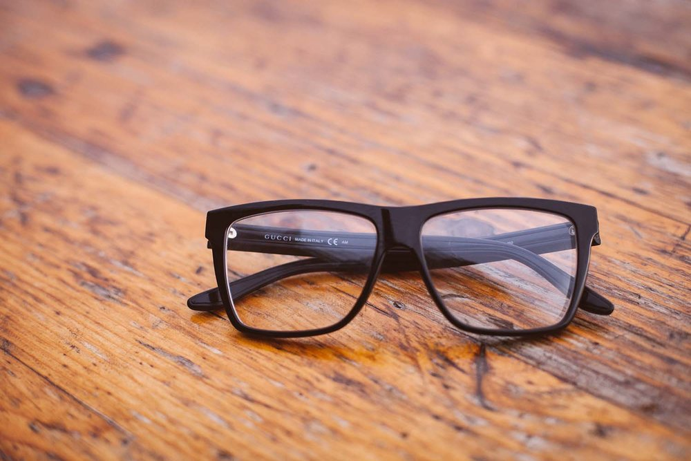Black-spectacles-wooden-service.jpg