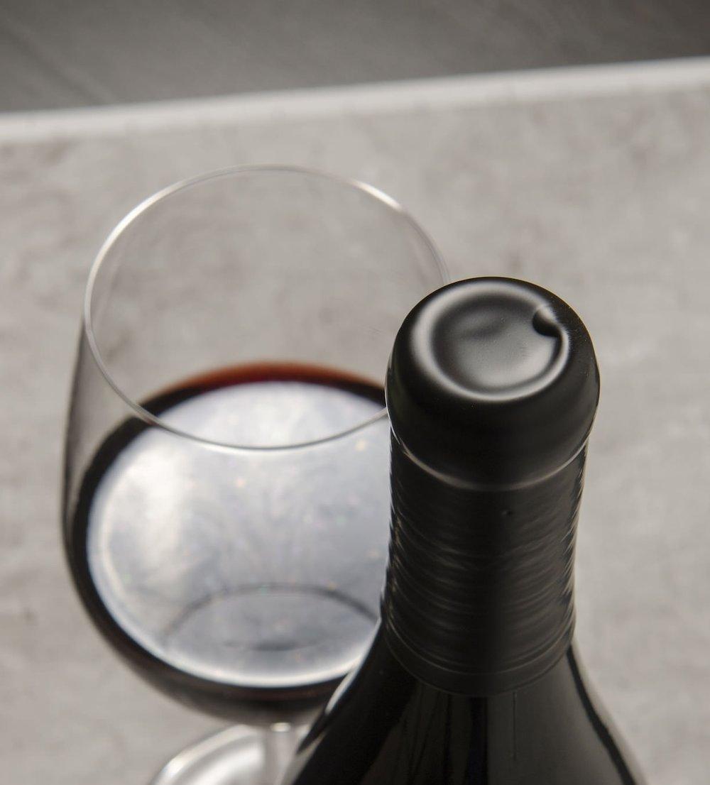 topo-wines-wax-seal.jpg