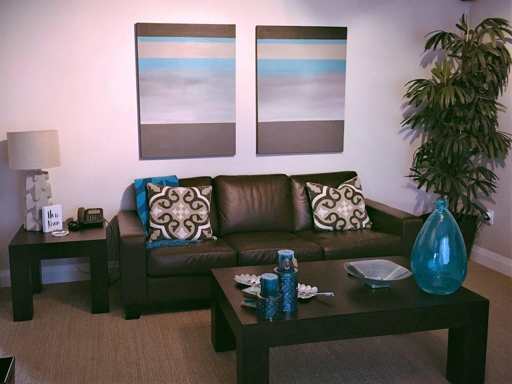 katibujna-custom-paintings-steve-erna-cc-2017-livingroom-BEST.JPG