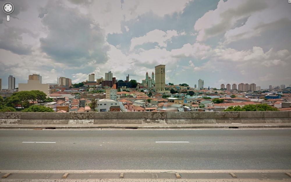 Driving along Avenida Aricanduva.