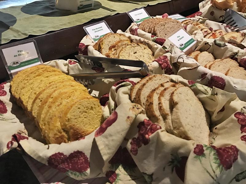 Reparem na grande variedade de pães!
