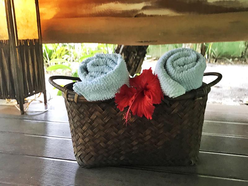 O cuidado com os detalhes: toalhas disponíveis para quando sair da jacuzzi
