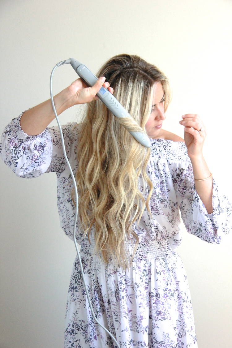 A Fashion Love Affair Wavy Hair Tutorial With Flat Iron