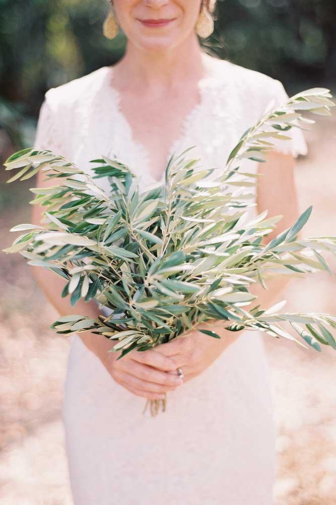 outdoor-wedding-9-of-the-flowers.jpg