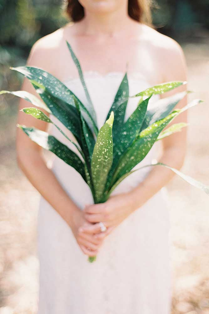 outdoor-wedding-10-of-the-flowers.jpg
